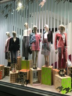 """TOPSHOP, Queen Street, Auckland-City, New Zealand, """"Show Yourself and make The Bright Choice"""", uploaded by Ton van der Veer"""