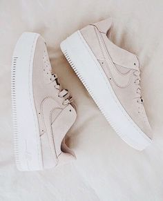 Shoes Sneakers Beige sneakers Nike Platform sneakers On trend Neutra Shoes Sneakers Beige sneakers Nike Platform sneakers On trend Neutral Inspiration More on Fashionchick Sneakers Vans, Sneakers Beige, Moda Sneakers, Sneakers Fashion, Fashion Shoes, Sneakers Online, Beige Shoes, Beige Trainers, Pink Shoes