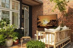 Samsung has launched a TV that is intended for outdoor use. Here is a small outdoor TV oasis. Green Plants, Gadgets, Cozy, Patio, Architecture, Tv, Outdoor Decor, Modern, Samsung