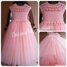 Добрый вечер!  Сегодня заглянула в одноклассники и увидела красоту! Автор платьев Оксана Москаленко.  Знаю, что как то вязали платье подобное.