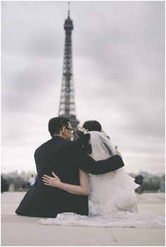 Love in Paris, Bride groom Eiffel Tower  / © Celine Chhuon Photography / French Wedding Style Blog /  #paris #wedding