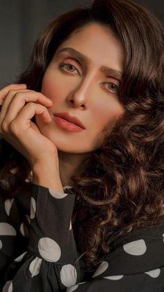 Ayeza Khan Wedding, Stylish Girl Pic, Pakistani Actress, Outfit Goals, Simple Makeup, Me Time, Pakistani Dresses, Beautiful Actresses, Beauty Skin