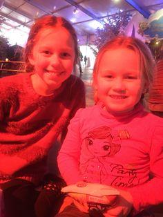 De twee nichtjes in de ijsbaan van de Efteling