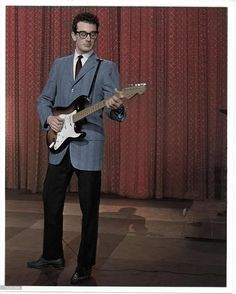 To celebrate his birthday, this is Buddy Holly on the Ed Sullivan Show 50s Rock And Roll, Rock N Roll Music, 50s Music, Music Icon, Popular Music Artists, Ritchie Valens, Celebrity Siblings, The Ed Sullivan Show, Buddy Holly