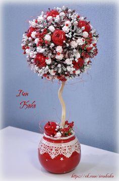 Высота 42 см, диаметр кроны 17 см. Состав: керамическое кашпо, шишки, искусстввенные яблочки, ягодки, веточки, арахис в сахаре, корилус, сизаль, бусины.
