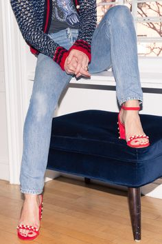 Eyes down here. These pearl-embellished sandals are red-hot. Celebrity Style Inspiration, Fashion Inspiration, Stuart Weitzman Sandals, Fashion Outfits, Womens Fashion, Fashion Trends, Sexy Heels, Street Style Women, Winter Outfits