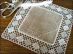*Au point du plaisir* bobbin lace, torchon