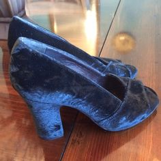 Robert Clergerie velvet Heels Shoes 7.5 Beautiful velvet heels by Robert Clergerie. The heels have a beautiful design in the velvet. There are numbers inside with a 6 but these fit me & I wear a 7.5.  Made in France. Classic gorgeous shoes. Robert Clergerie Shoes Heels