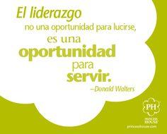 """""""El liderazgo no es una oportunidad para lucirse, es una oportunidad para servir."""" - Donald Walters"""
