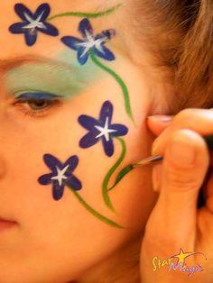 Bloemen schminken Face Painting Tutorials, Face Painting Designs, Paint Designs, Cool Face, Face Fun, Face Paint Makeup, Small Faces, Models Makeup, Activity Days