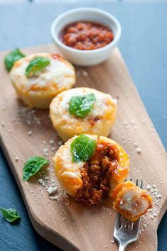 Bites Snack-sized cheesy polenta appetizers stuffed with savory Italian sausage and our fresh tomato Pomodoro Fresco Sauce. Entertain with a taste of Northern Italy.  /  delallo.com