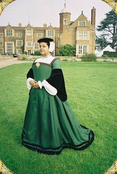 1539 Green Silk Gown - Isabella's Frocks: Leaves From An Album