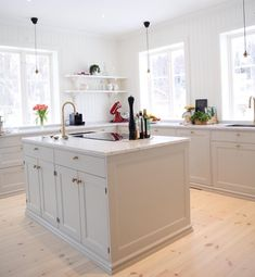 Painting Ideas For Walls Kitchen is entirely important for your home. Whether you pick the Color Ideas For Kitchen Walls or Kitchen Decor Ideas Decoration, you will create the best Paint Ideas For Kitchen Walls for your own life. Kitchen Cupboards, Kitchen Pantry, Kitchen Layout, New Kitchen, Kitchen Dining, Kitchen Decor, Kitchen Walls, Kitchen Ideas, Wood Interior Design