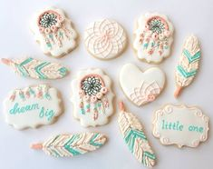 dream catcher cookies for a tribal party Bohemian Baby, Iced Biscuits, Cookies Et Biscuits, Cupcakes, Cupcake Cookies, Sugar Cookies, Baby Shower Tribal, Low Carb Torte, Babyshower Party