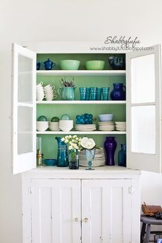 A blog about interior design emphasizing shabby chic, french country and beach cottage styles. DIY and lots of floral inspiration