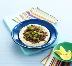 Mini Pizza with Ground Lamb & Yogurt // Fincsi minipizza recept. Próbáld ki! / Éva Magazin