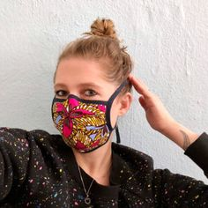 Sew mask for mouth and nose yourself - simple instructions with video - Anleitungen You can easily make a mouthguard yourself. STYLEBOOK shows step by step how to sew a DIY mask. Homemade Face Masks, Diy Face Mask, Pocket Pattern, Free Pattern, Mouth Guard, Diy Couture, Pin Collection, Most Beautiful Pictures, Videos