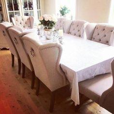 Så innbydende og fint hos #Repost @hoelvibeke   #Louisvingestolsand fra @classicliving #interior #interiør #myhome #instadaily #interiordesign #weekend #interiors #kitchen