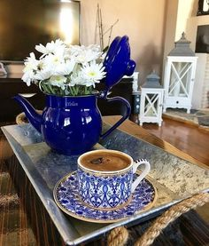 Este posibil ca imaginea să conţină: ceaşcă de cafea şi interior Coffee Is Life, I Love Coffee, Coffee Latte, Hot Coffee, Good Morning Coffee, Coffee Break, Coffee Time, Café Chocolate, Turkish Coffee Cups