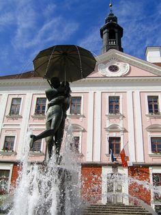 The Kissing Students sculpture. (Tartu is an University City) City Of Derby, Baltic Region, Baltic Sea, Eastern Europe, Capital City, Travel Destinations, Beautiful Places, National Parks, Funny Travel