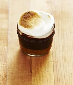 Simple S'mores in a Jar ... Must try this summer!!!