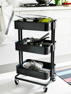スタイリッシュなデザイン&カラー。キッチン以外でも使えそう。収納スペースが高さがあるので物が落ちなくて便利。