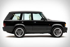 By now Land Rover is on the fourth iteration of its flagship… The post Range Rover Chieftain Is A Classic Reborn With A Cadillac CTS-V Super. Range Rover Classic, 4x4, Jaguar Range, Porsche, Cadillac Cts V, Ranger, Jaguar Land Rover, Car Restoration, Range Rover Sport