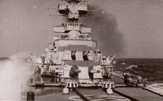 View of the tower of the main gun Bismarck Ship, Sink The Bismarck, Prinz Eugen, Battle Ships, Heavy Cruiser, Big Guns, Train Layouts, Water