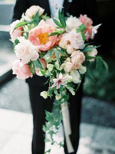 garden rose bouquet - photo by Nicole Berrett Photography http://ruffledblog.com/chic-texas-garden-wedding