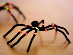 Cool project from www.kiwicrate.com/diy: Creepy-Crawly Pipe Cleaner Spiders