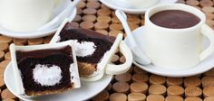 Coffee cup cakes - so real looking! (If I try this, I think it is going to turn into a NAILED IT! fail moment!)