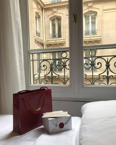 I am a purveyor of indulgences, living in vancouver and dreaming of paris. Classy Aesthetic, Beige Aesthetic, Spring Aesthetic, Estilo Ivy, Old Money, Luxe Life, Rich Life, Parisian Chic, Luxury Lifestyle