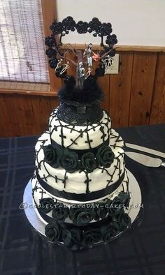 Cool Nightmare Before Christmas Wedding Cake I made 6 white wedding cakes. I made butter cream icing and marshmallow fondant for the roses. After melting the marshmallows with a few tsp. of water. Gothic Wedding Cake, Gothic Cake, White Wedding Cakes, Skull Wedding Cakes, Halloween Wedding Cakes, Christmas Wedding Cakes, Halloween Cakes, Creepy Halloween, Beautiful Cakes
