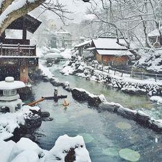 Beautiful snow around a natural hot spring. what a perfect combination. 😌 At Takaragawa Onsen (宝川温泉) in Gunma, Japan Gunma, Aesthetic Japan, Travel Aesthetic, Japanese Aesthetic, Aesthetic Fashion, Onsen Japan, Japan Japan, Japan Art, Kyoto