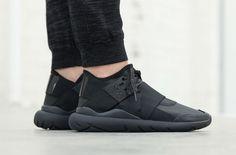 "Y-3 Qasa Elle Lace ""Black Carbon"" on http://SneakersCartel.com | #sneakers #shoes #kicks #jordan #lebron #nba #nike #adidas #reebok #airjordan #sneakerhead #fashion #sneakerscartel http://www.sneakerscartel.com/y-3-qasa-elle-lace-black-carbon/"