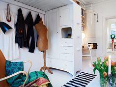 Studio apartment with loft bed Follow Gravity Home: Blog - Instagram - Pinterest - Bloglovin