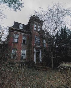 Beautiful abandoned Second Empire style home Abandoned Property, Old Abandoned Houses, Abandoned Buildings, Abandoned Places, Old Houses, Beautiful Ruins, Beautiful Buildings, Beautiful Places, Old Mansions