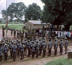 Hastear da bandeira da Guiné Bissau após o arrear da de Portugal - Guinea-Bissau - Wikipedia