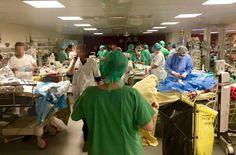 파리 테러 '총상 환자' 생명 구하는 응급실 의사들 (사진) #korea #insight #테러 #응급실