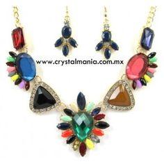 Set de collar y aretes en base dorada con detalles en diferentes tonos estilo 30513