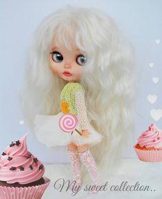 На ночь фото из нашей сладкой домашней коллекции кукленышей  в малышке узнается милая сердцу Лотти  У девочки есть сестренки  и живут они у разных мамочек.. #арт #блайзкастом #куклаблайз #одеждадляблайз #блондинка #куколки #моднаякукла #ручнаяработа #blythe #art #blonde #fashiondoll #customblythe #ooakblythedoll #blythestagram #instablythe #blythephotography #blytheoutfit #avlcustomdolls @olaaadanilova #happyhome  #sweetdreams #спокойнойночи