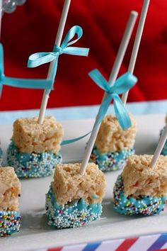 24 ideas baby shower food easy rice krispies for 2019 food babyshower baby 750271619154390375 Idee Baby Shower, Fiesta Baby Shower, Shower Bebe, Baby Shower Parties, Baby Shower Themes, Baby Boy Shower, Baby Shower Gifts, Baby Shower Appetizers, Baby Shower Cupcakes For Boy
