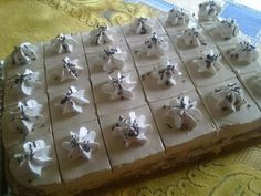 Nagyon különlegesen finom desszert. Nekem volt szerencsém kóstolni és mondhatom, erre tényleg nincsenek szavak!  Hozzávalók  4 tojás, 20dkg liszt, 10dkg dió, 20 dkg porcukor,1 dl… My Recipes, Recipies, Dessert Recipes, Hungarian Recipes, Hungarian Food, No Bake Cake, Gift Wrapping, Sweets, Baileys