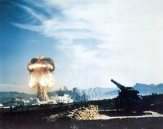 "First And Only Test Of US Nuclear Artillery Cannon Nicknamed ""Atomic Annie. [[MORE]] The nuclear artillery shell had an estimated yield of 15 kilotons — approximately the same power. Bomba Nuclear, Nuclear Test, Nuclear Bomb, Okinawa, Nevada Test Site, Kentucky, Mushroom Cloud, Giant Mushroom, Rare Historical Photos"