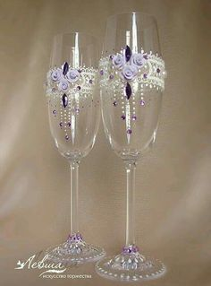 Discover thousands of images about DIY Flower Bead Decorated Wine Glasses Wedding Wine Glasses, Wedding Champagne Flutes, Champagne Glasses, Decorated Wine Glasses, Painted Wine Glasses, Wine Glass Crafts, Bottle Crafts, Decoration Shabby, Decorations