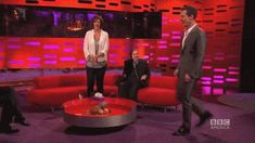 """THE GRAHAM NORTON SHOW (October 24, 2014) ~ Benedict Cumberbatch struts to Beyonce's """"Crazy in Love."""" [Video/GIF]"""