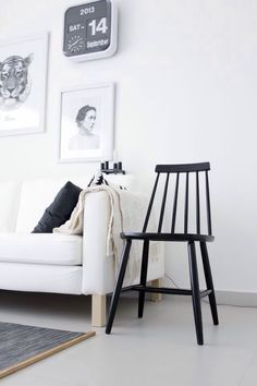 (my) unfinished home: More than 10 Windsor chairs Interior Design Vignette, Interior Styling, Outdoor Living Rooms, Living Spaces, Black And White Interior, Black White, Sweet Home, Scandinavian Home, Home And Living