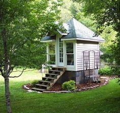 Easy to Build Tiny House Plans! Almost Anyone Can Afford and be Proud of. This tiny house design-build video workshop shows how… Tiny House Movement, Inside Tiny Houses, Small Houses, Mini Houses, Solar House, Cabins And Cottages, Small Cottages, Tiny Spaces, Tiny House Living