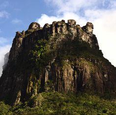 Já conhece o Morro do Castelo? Ele fica no Parque Nacional da Chapada Diamantina…