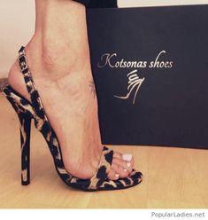 Leo sandals lover